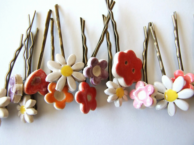 2 Cute flower bobby pins, daisies, colourful hair accessory
