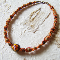 'Mandarin' - Flowery necklace with wood beads and macrame