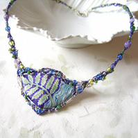 Handpainted fern necklace with macramé and wirework