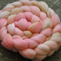 """Winds of Change"" MHE Falkland Spinning Fibre 125g"