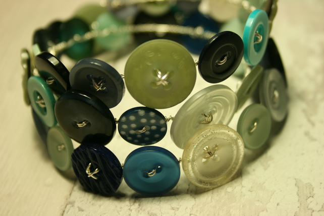 Blue and green mix button bracelet