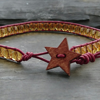 Bracelet with amber glass beads, garnet leather and wooden star button