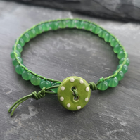 Green leather and agate bracelet with ceramic spotty button