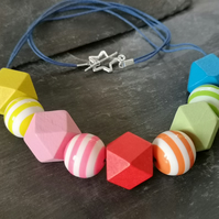 Multicoloured acrylic and wooden bead necklace, striped, geometric