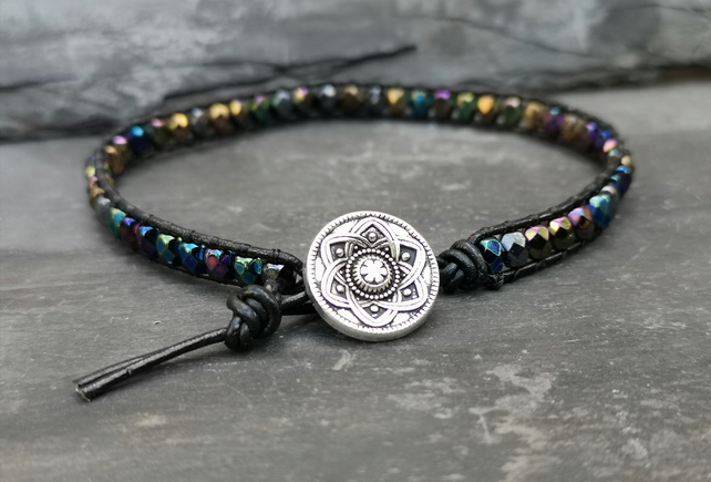 Black leather bracelet with metallic effect glass beads and button fastener