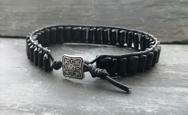 Black leather and onyx bracelet with button fastener