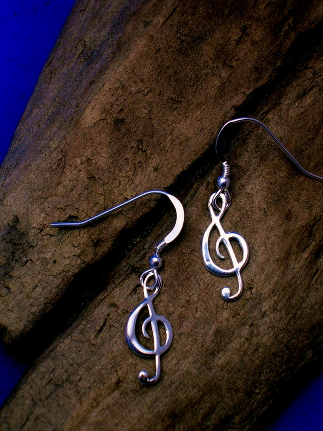 DE18 Sterling Silver Treble Clef Earrings - Free UK postage