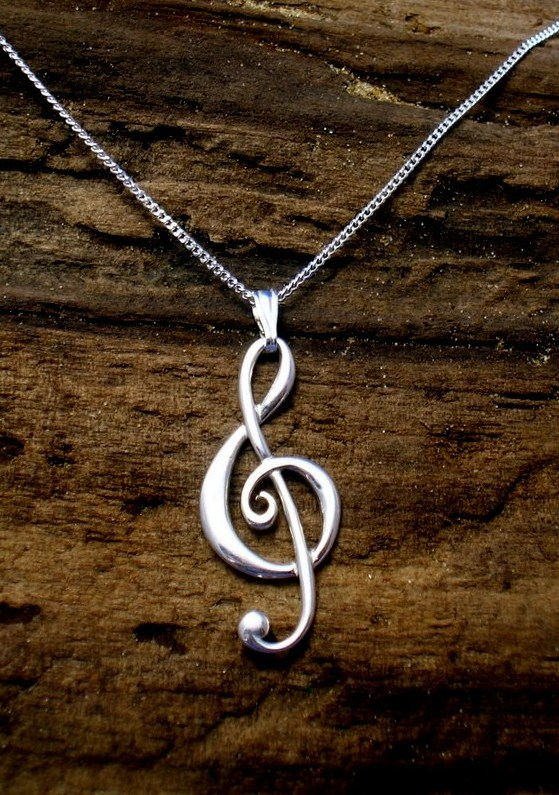 P10 Sterling Silver Treble Clef Pendant - Free UK postage