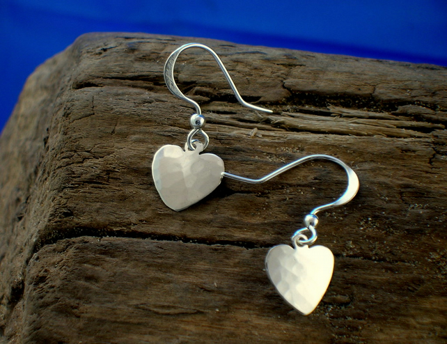 DE 39 Small Heart Earrings - Free UK postage