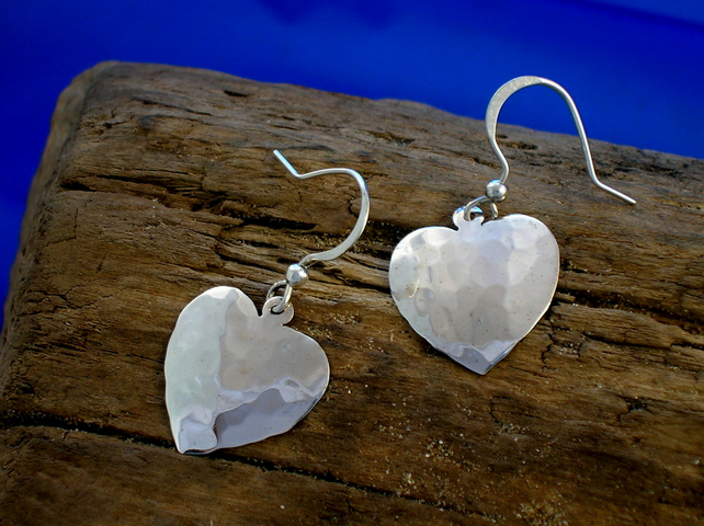 DE 40 Medium Silver Heart Earrings - Free UK postage