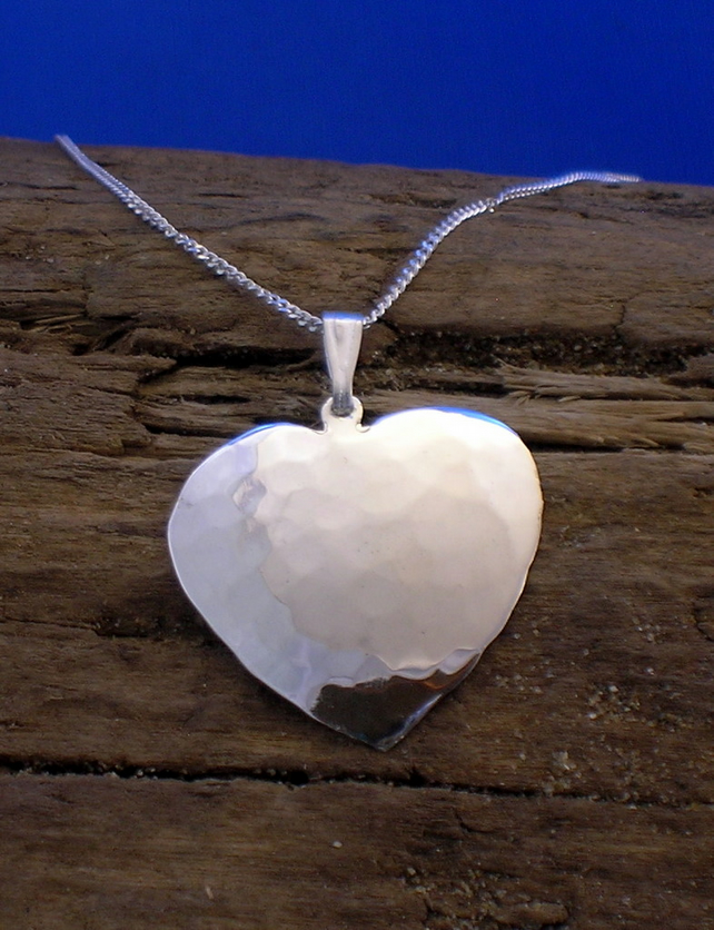 P 43 Large Silver Heart Pendant - Free UK postage