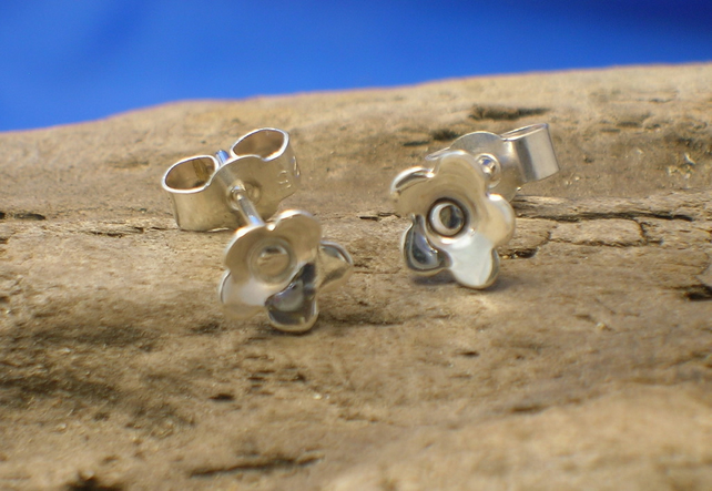 Silver Small Flower Studs - Free UK postage