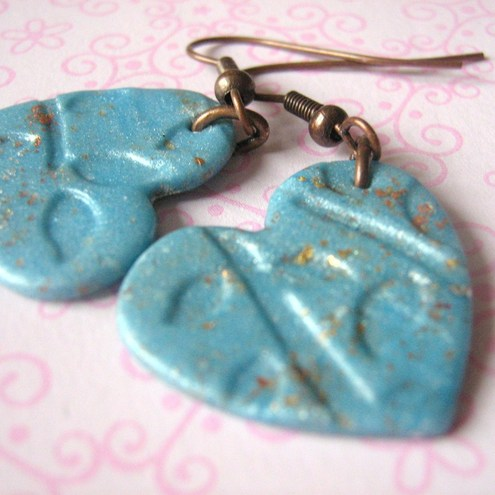 Leaf textured heart earrings - blue-copper
