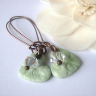 Sparkling little sweetheart earrings - light-green