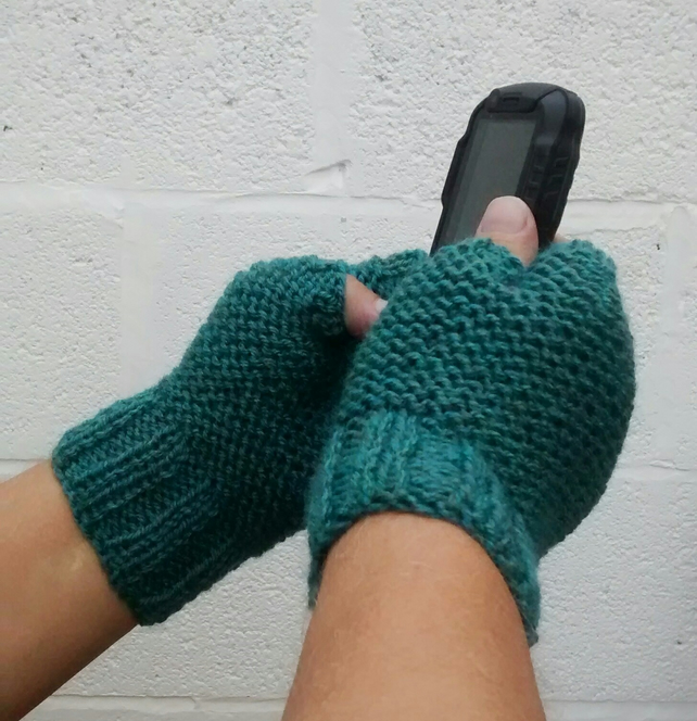Men's Green Gloves in Spruce Green Aran