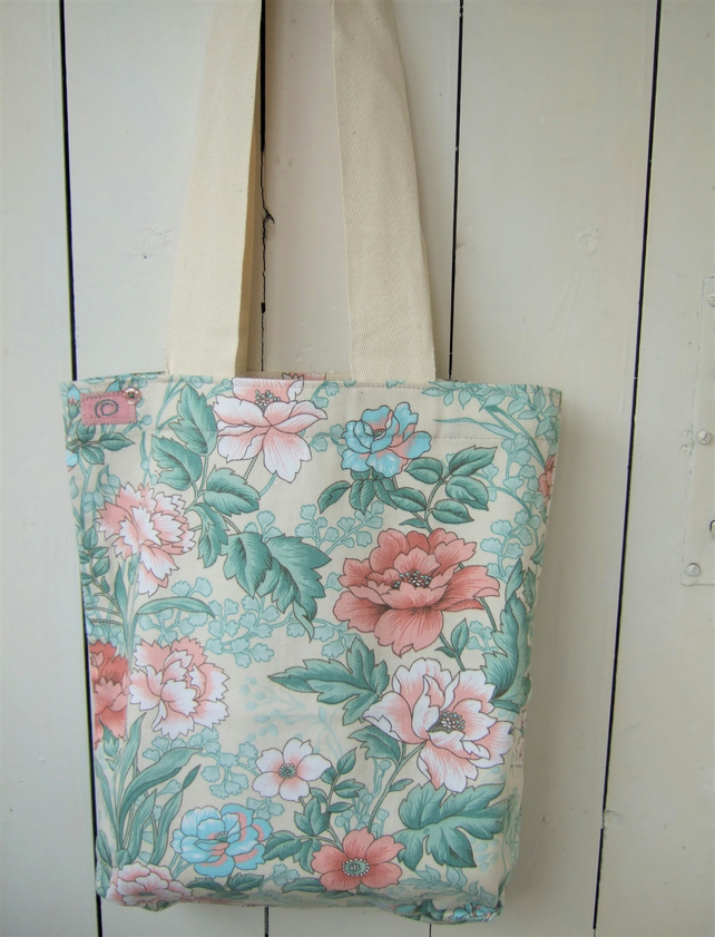 Tote Bag in Floral Fabric, Shopping Bag, Craft Bag, Gift for Mum
