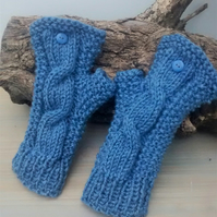 Wristwarmers - Fingerless Gloves in Blue Aran