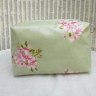 Green Floral Oilcloth Wash Bag