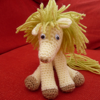 amigurumi pony crocheted