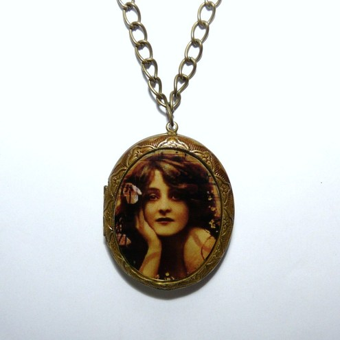Vintage Victorian Styled Sweetheart Locket in Antique Gold / Bronze
