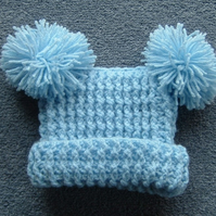Baby R bag hat with pompoms (ref 654133)