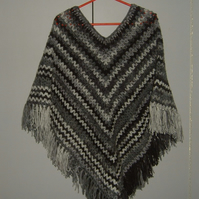 Lady's crocheted poncho ref 508