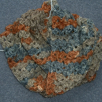 lady's crocheted infinity cowl neck scarf ref 537