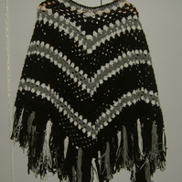 Lady's crocheted poncho ref 444