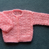 Baby girl's crocheted cardigan (ref 077)