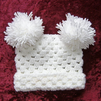 Baby T bag hat with pompoms (ref 129)
