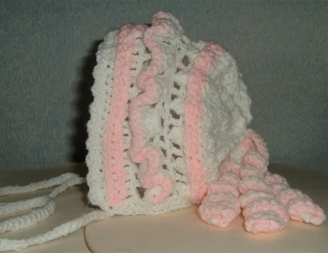 SALE crocheted baby hat (ref 156)