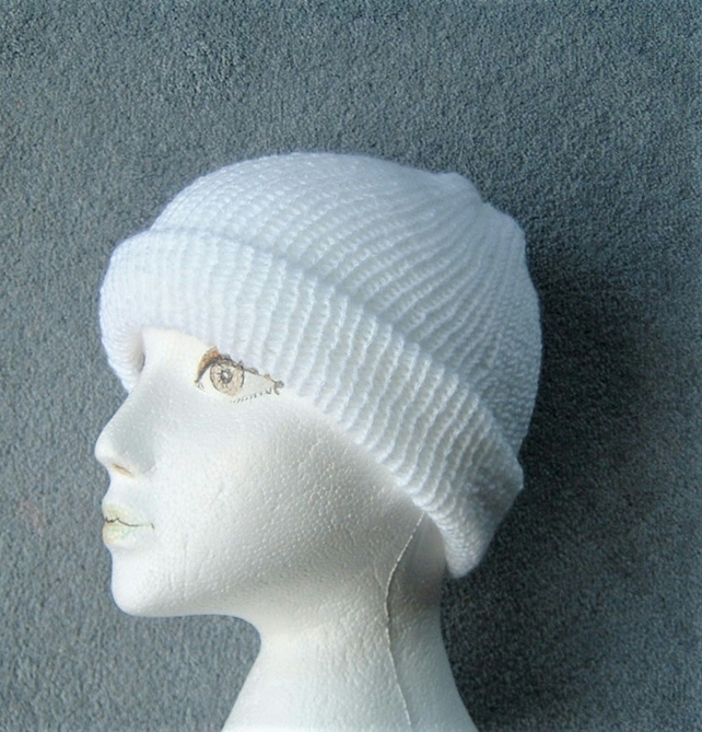 lady's knitted White Beanie hat ( ref Fk15)