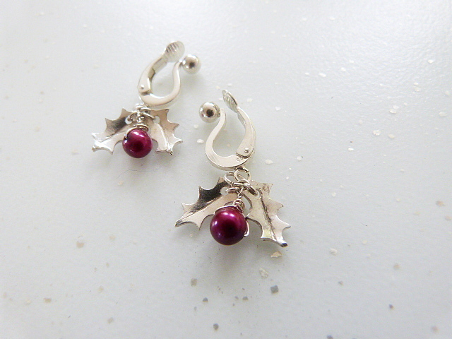 Handmade Holly leaf in 925 silver and freshwater pearl earrings