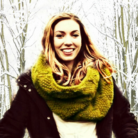 Hand Knitted Cowl  - Wool Cowl - Green - Scarf