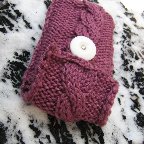 cable twist berry handknitted mobile phone cover