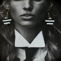 Earrings - Retro 60's Style - Star Black & White