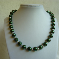 Green and White Faux Glass Pearl Necklace