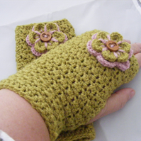 .Crochet flower gloves