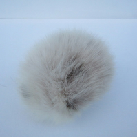 Medium faux fur pompom