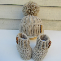 Crochet baby hat and booties set. Free uk postage