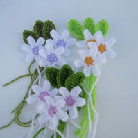 Crochet daises and leaves x 9