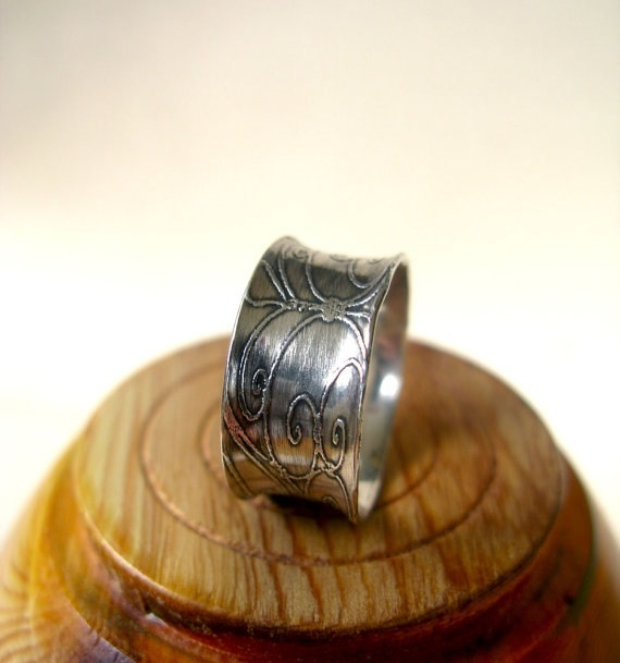 Vintage scrollwork etched anticlastic sterling silver ring