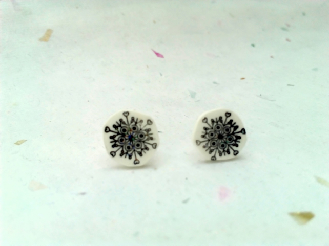 Festive wintery snowflake stud earrings
