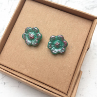 Vintage flower stud earrings in Jade with pink highlights