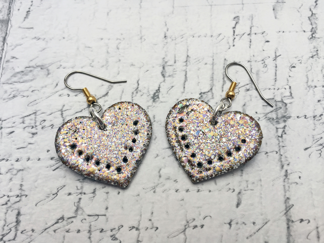 Wooden Heart dangle earrings in gold marbled embossing enamel love token