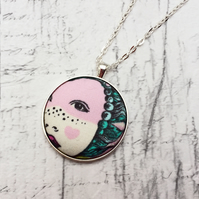 Queen Elizabeth I face fabric button pendant silver plated chain