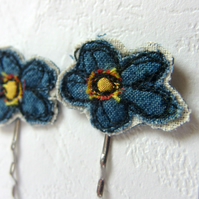 Flower Hair Pins -Blue Fabric, freemotion sewing