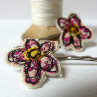 Flower Hair Pins - Pink Fabric, freemotion sewing