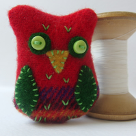 Textile Tartan Owl Brooch - Red and Green