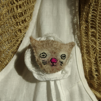 Kitten brooch - needlefelted
